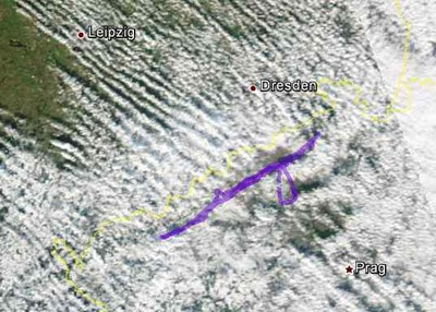 Flugweg überlagert mit Satellitenbild (NOAA Aqua)