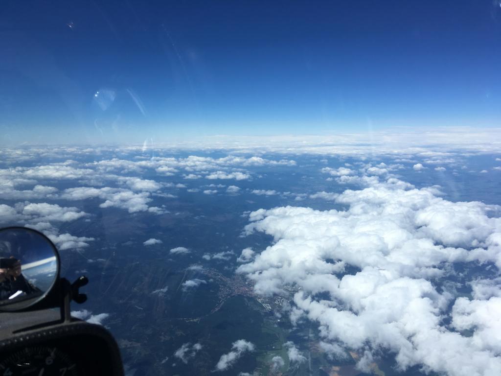 Bild 3 (162-1151LT): Blick Richtung Westen auf Wernigerode, die Leelücke ist durch Wolkenstraßen gestört und wird kleiner