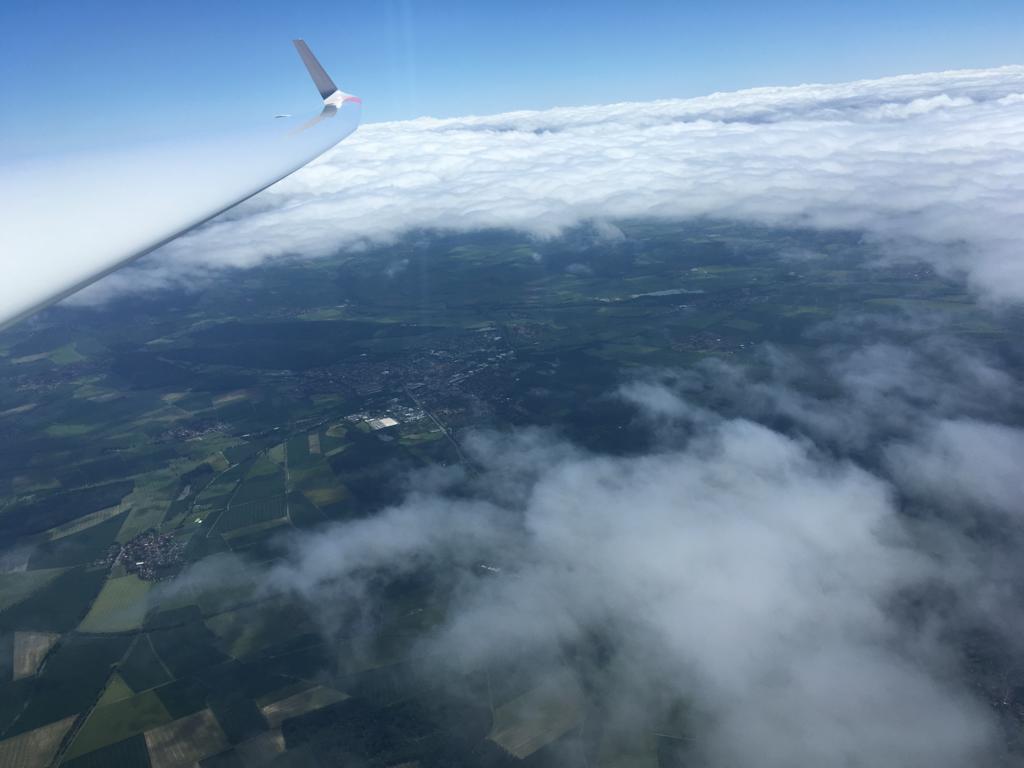 Bild 6 (199-1350LT): Blick Richtung Südost durch Wolkenlücke auf SZ-Bad (Schäferstuhl)